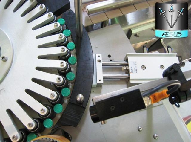 Automatizované přizpůsobené kuželové lahve Špičaté nádoby Detaily rotačního etiketovacího stroje