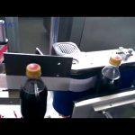 Automatický stroj na značení lahví Cola