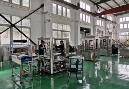 tovární show